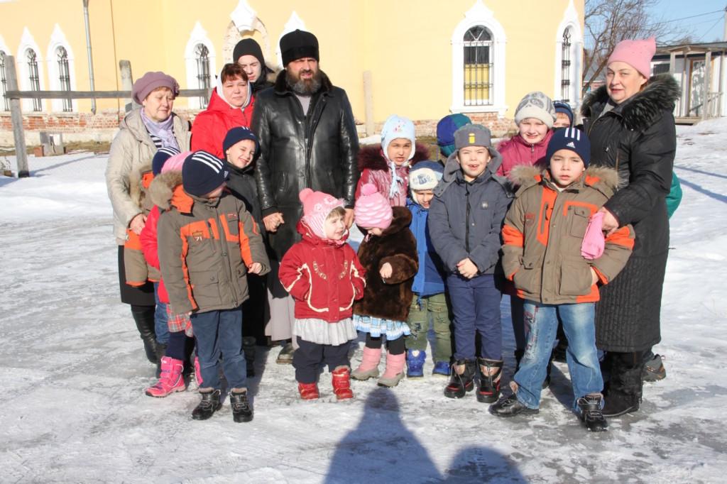 Причастие воспитанников социально-реабилитационного центра поселка Пески