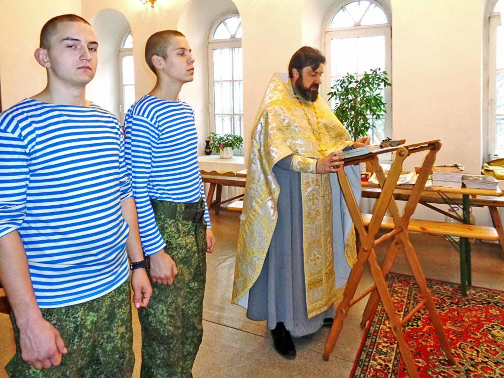 Крещение военнослужащих в Казанском храме деревни Грайвороны